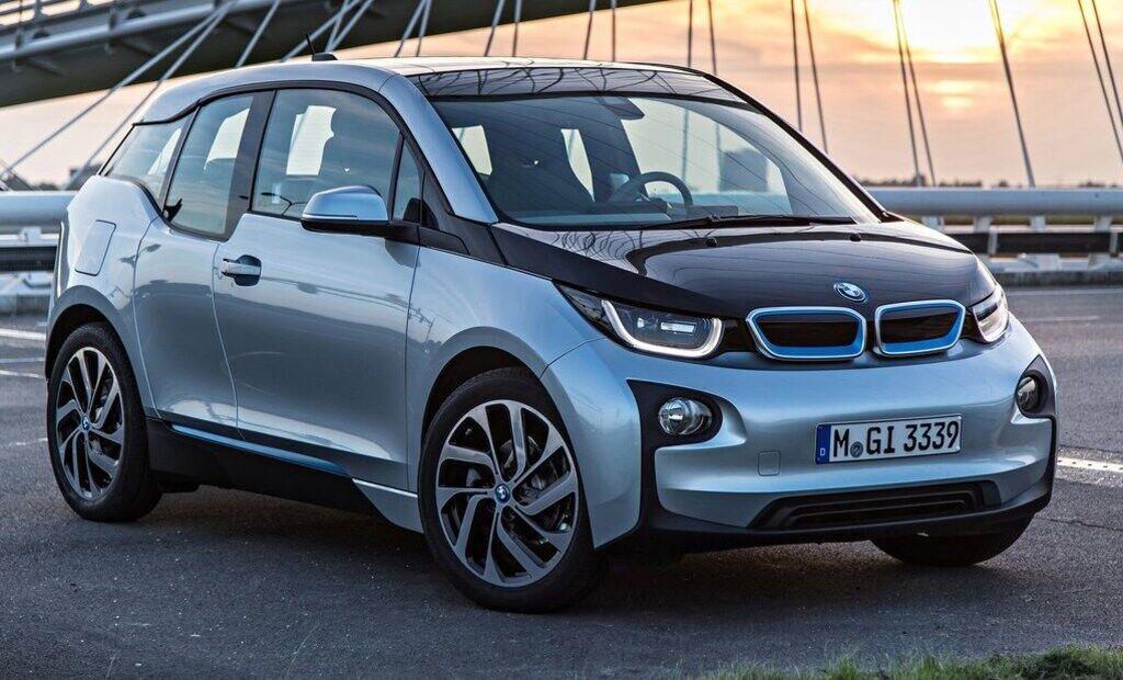 Электромобиль BMW i3 вышел на рынок в 2014 году, именно тогда его приобрел Нойманн