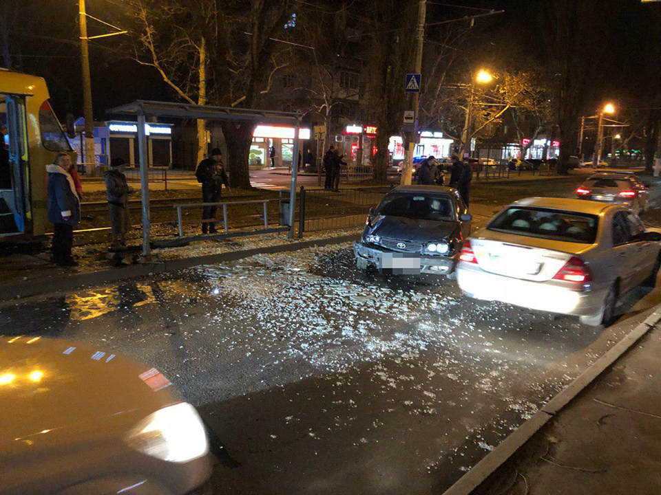 В Одесі авто влетіло в зупинку