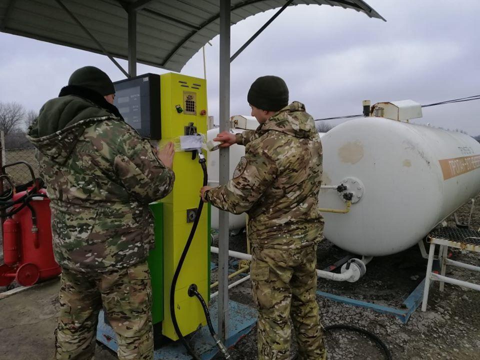 В Донецкой области выявили АЗС, торгующую контрафактными горюче-смазочными материалами