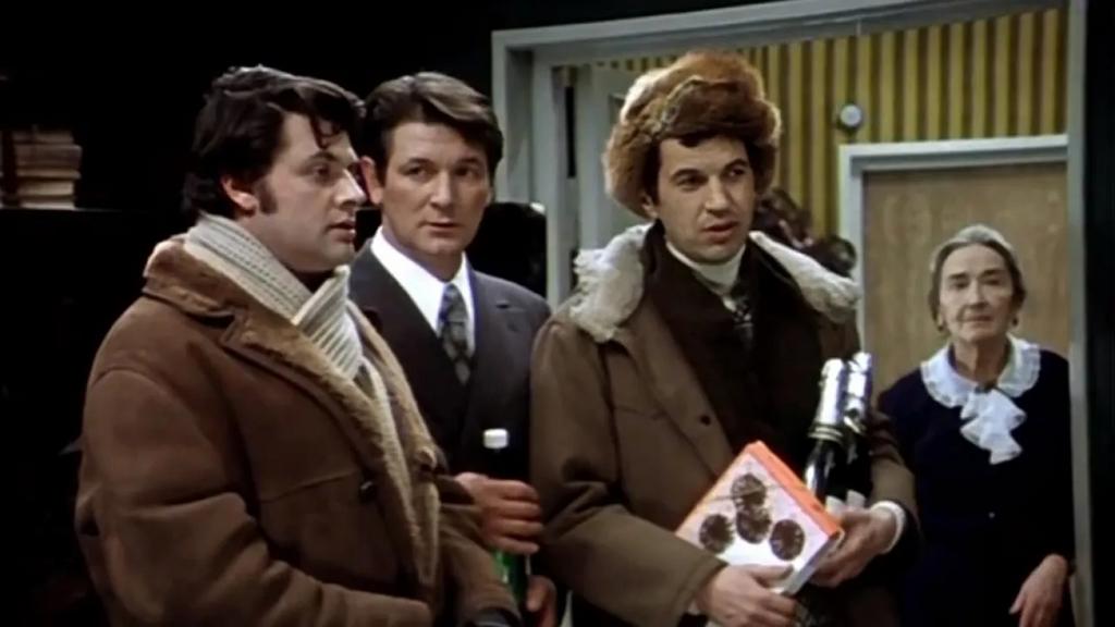 Александр Белявский (второй слева)