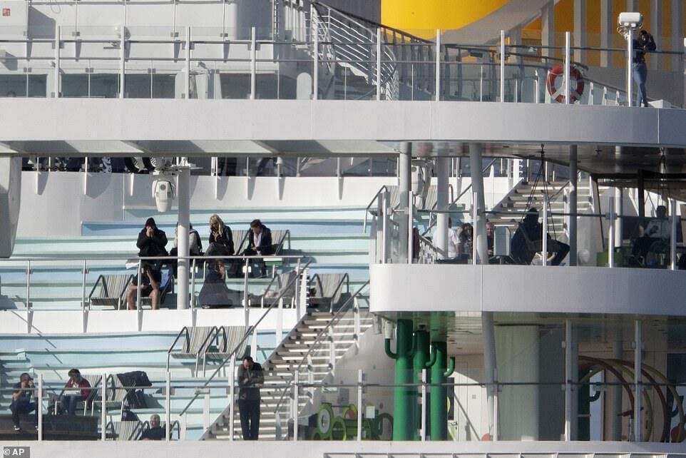 В Италии из-за угрозы коронавируса заблокировали круизный лайнер Costa Smeralda