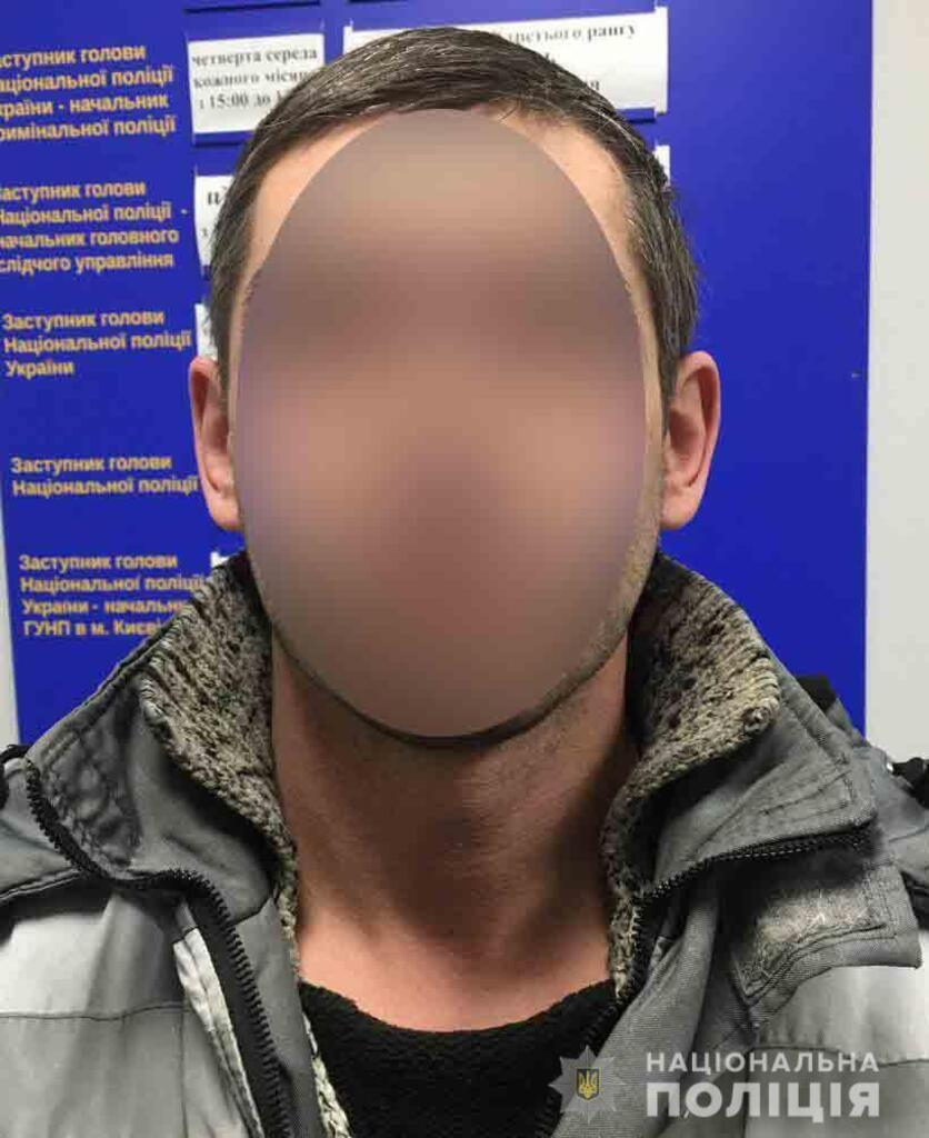 Поліція спіймала розклеювачів скандальної реклами у Києві