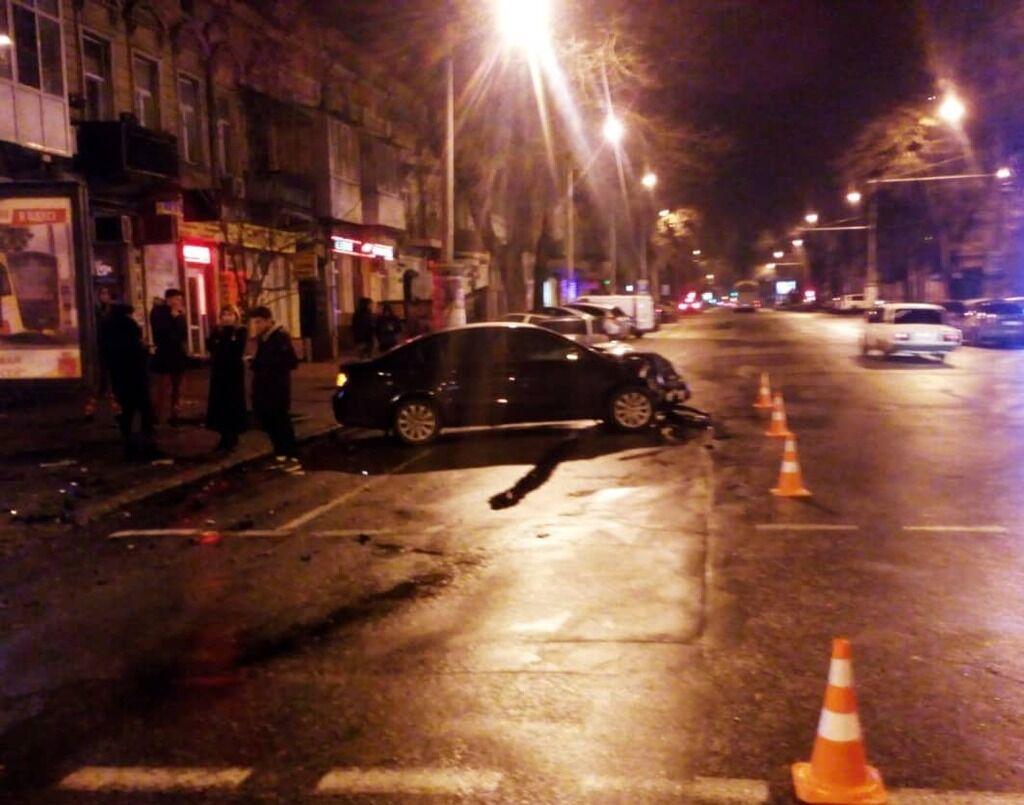 Два авто попали в жуткое ДТП на перекрестке в Одессе