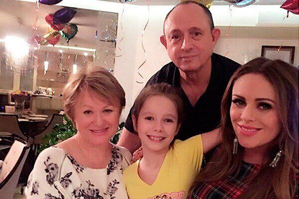 Юлия Началова с семьей