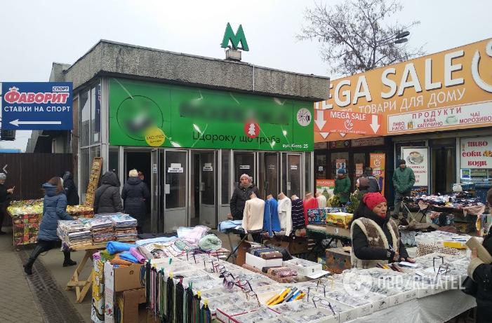 "Станция метро ""Лесная"", выход со стороны ТЦ ""Дарынок"""