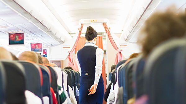 Названы вещи, которые опасно делать в самолете