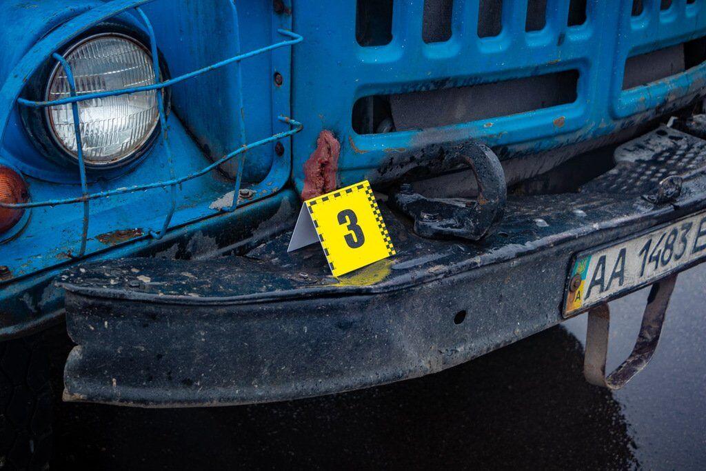 В Киеве грузовик насмерть сбил женщину на переходе