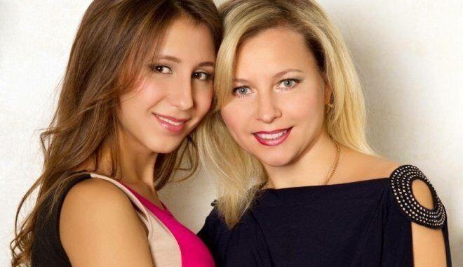 Алла (справа) и Анастасия (дочь) Сокол погибли