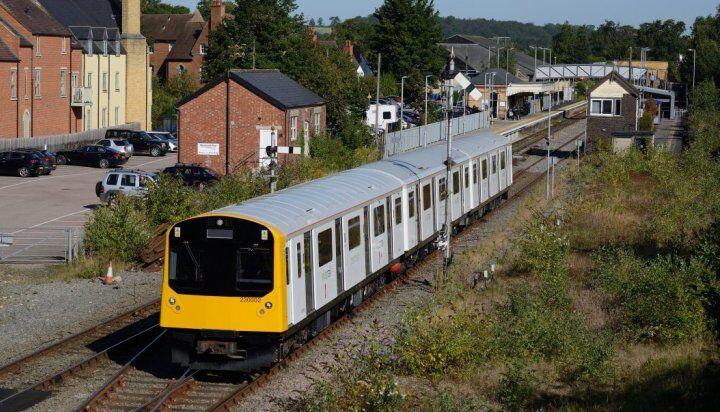 Электрический поезд Class 230