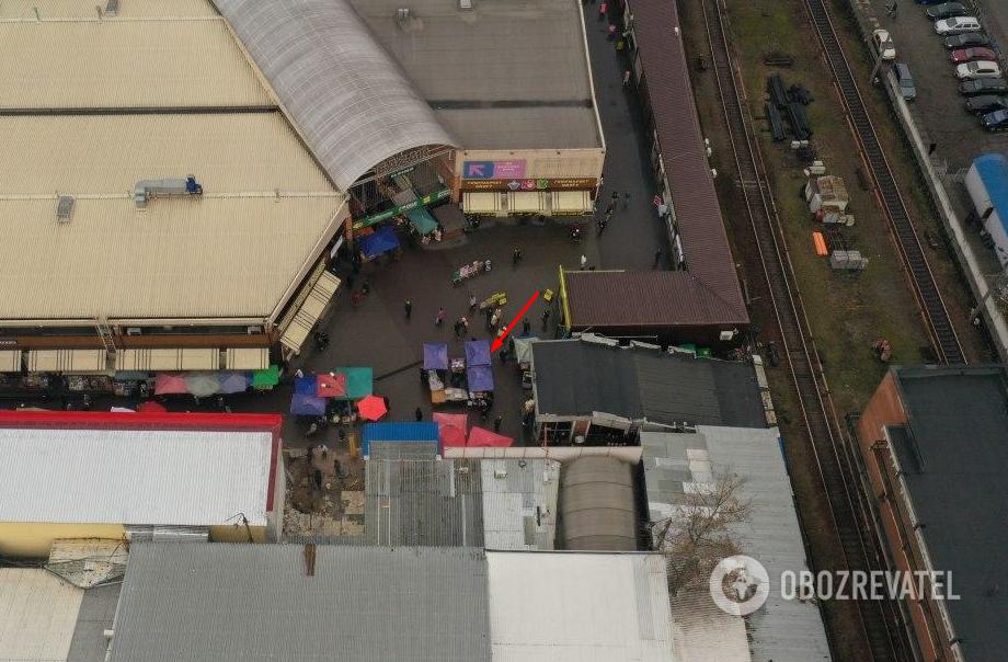 """Лотки торговцев возле метро """"Лесная"""". Фото с дрона  Снимок сделан через несколько дней"""