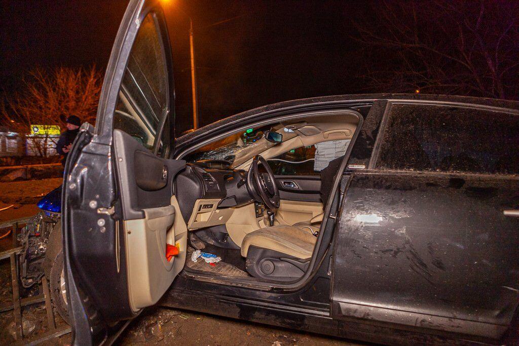 ДТП на Космической: водитель снес ограждение и сбежал
