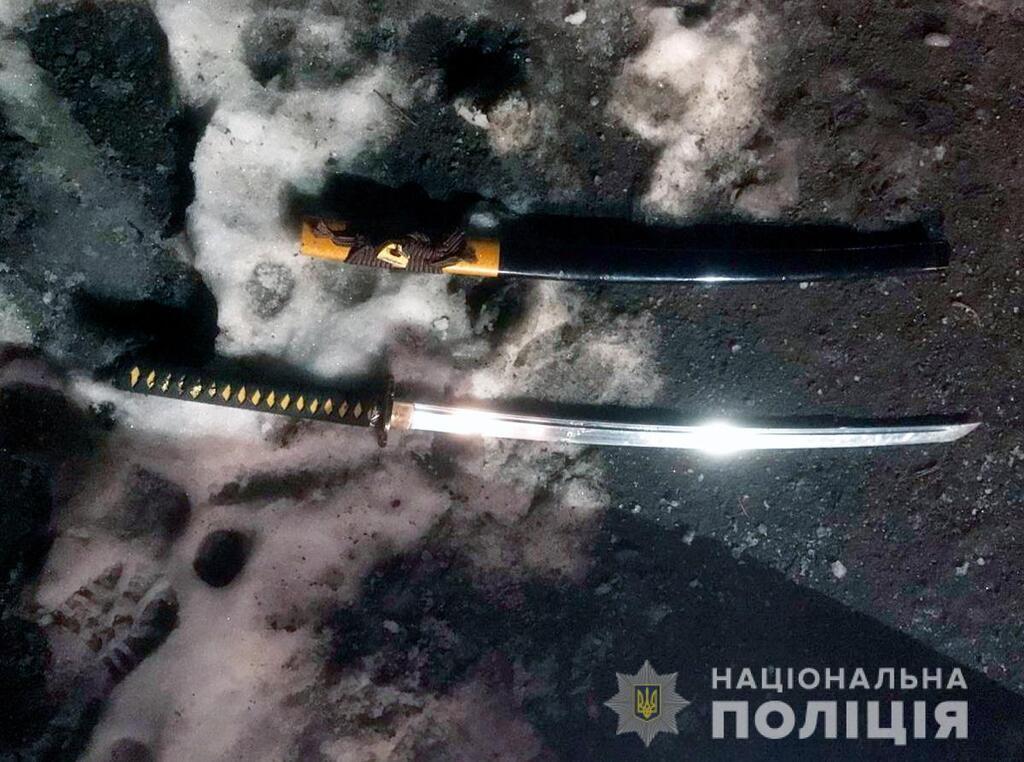 Выстрелил в голову: под Черновцами человек с пистолетом напал на людей