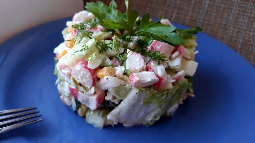 Особый салат с крабовыми палочками