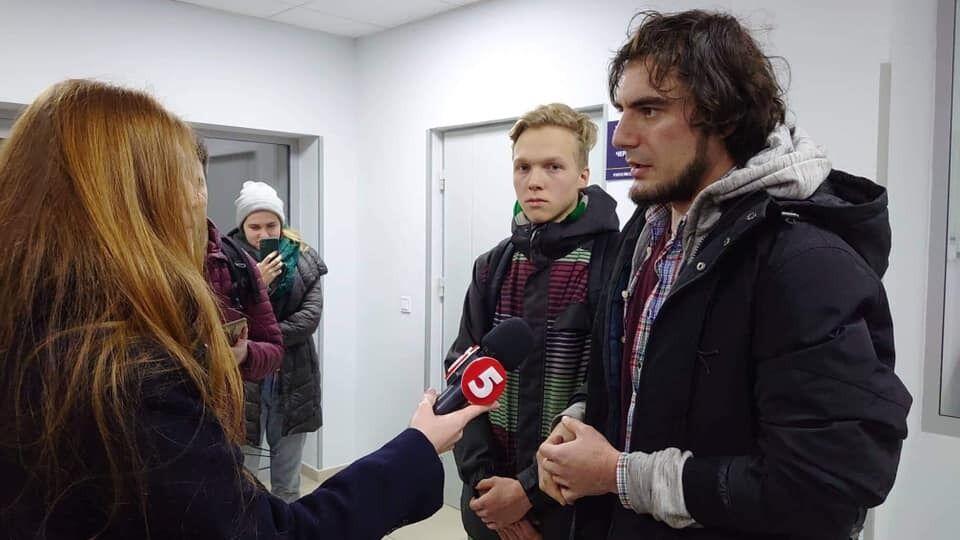 """Скандал с """"русским миром"""" в Киеве: активистов отпустили"""