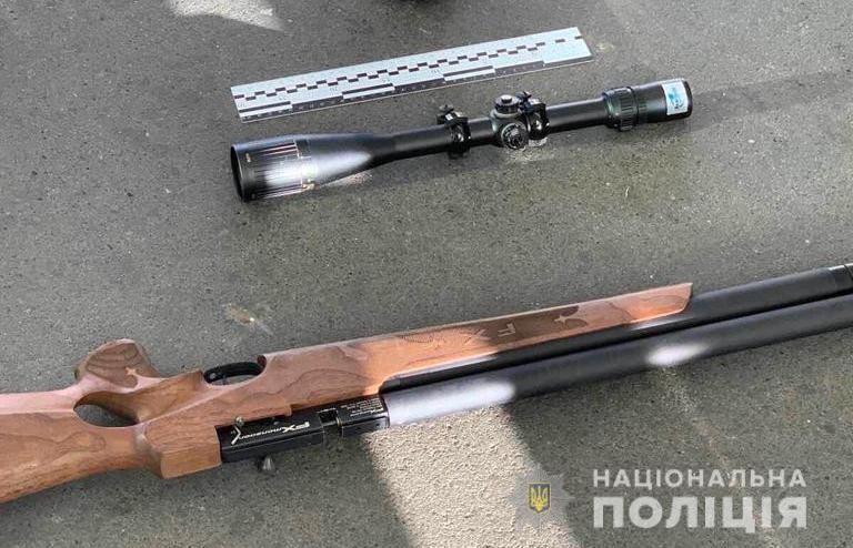 Мужчина был с винтовкой: появилось видео ЧП в аэропорту Одессы