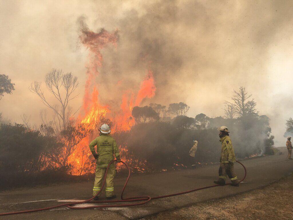 К тушению пожаров присоединились многие волонтеры