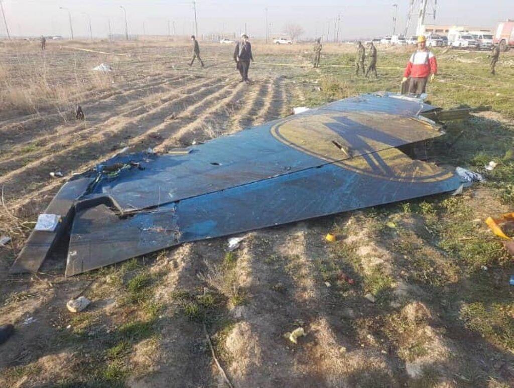 На фюзеляже Boeing-737 обнаружены характерные повреждения