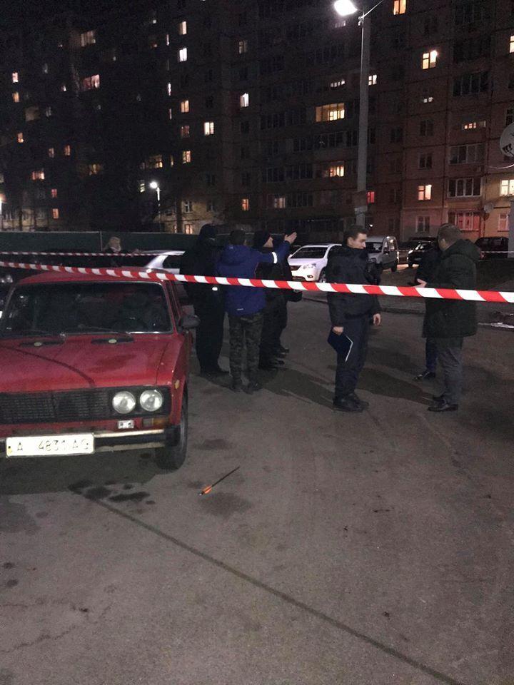 В Борисполе (Киевская область), на улице Владимира Момота, в ночь на 9 января в женщину выстрелили стрелами из лука или арбалета