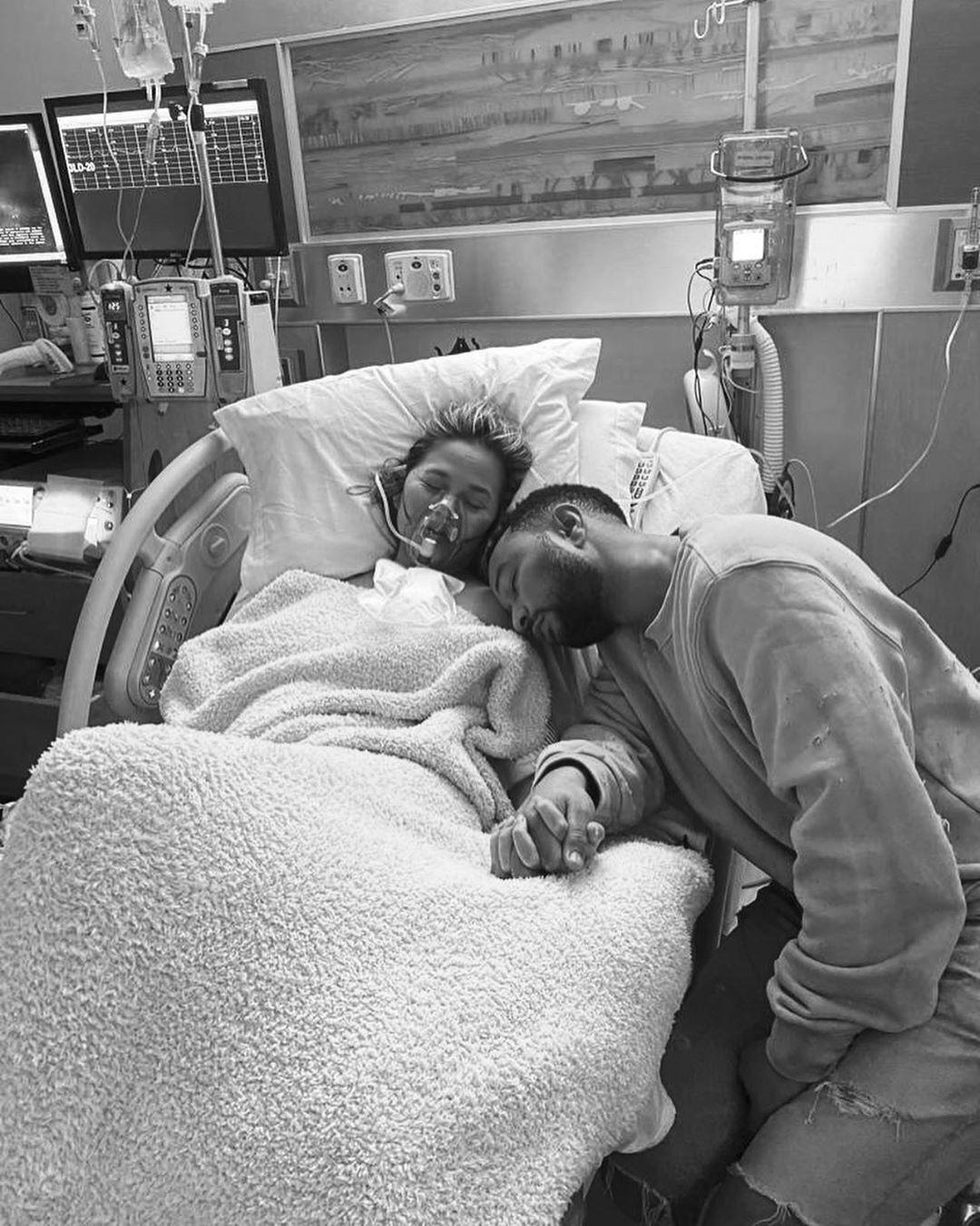 Кріссі Тейген і Джон Ледженд в лікарні (Instagram Кріссі Тейген)