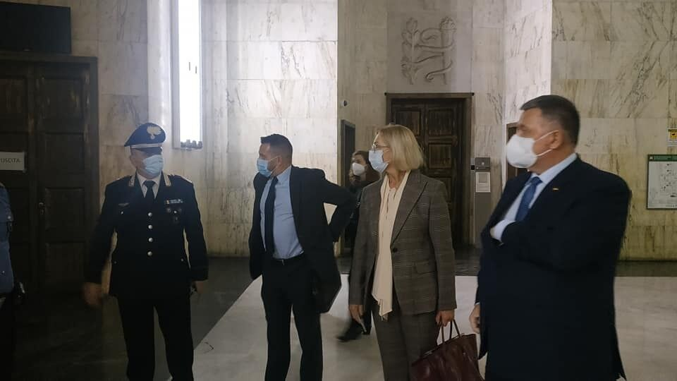 Денисова и Аваков прибыли на суд