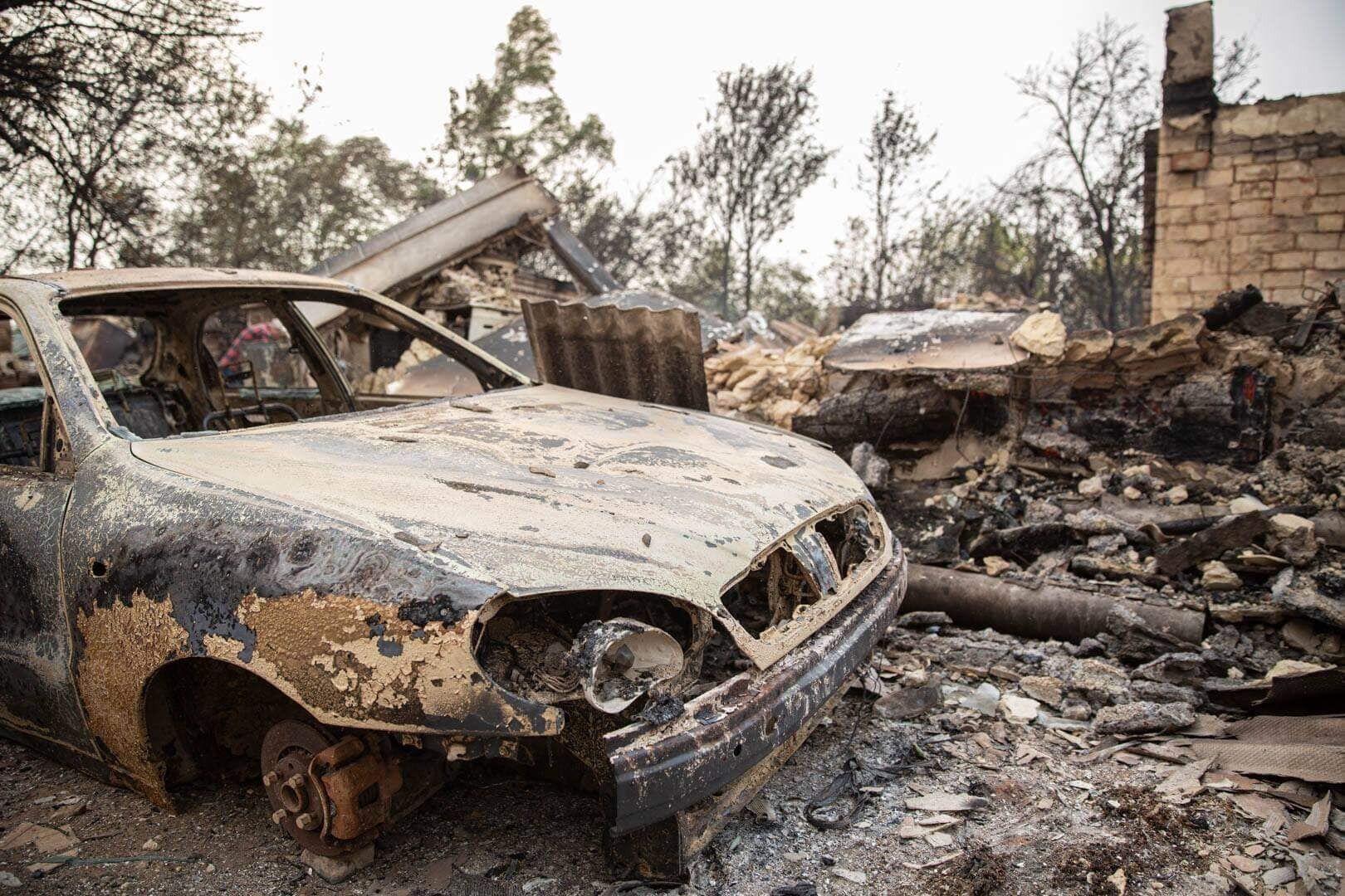 Огонь нанес значительный ущерб местным жителям.