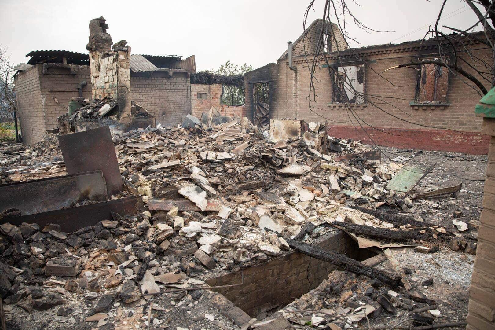 Многие дома сгорели до тла.