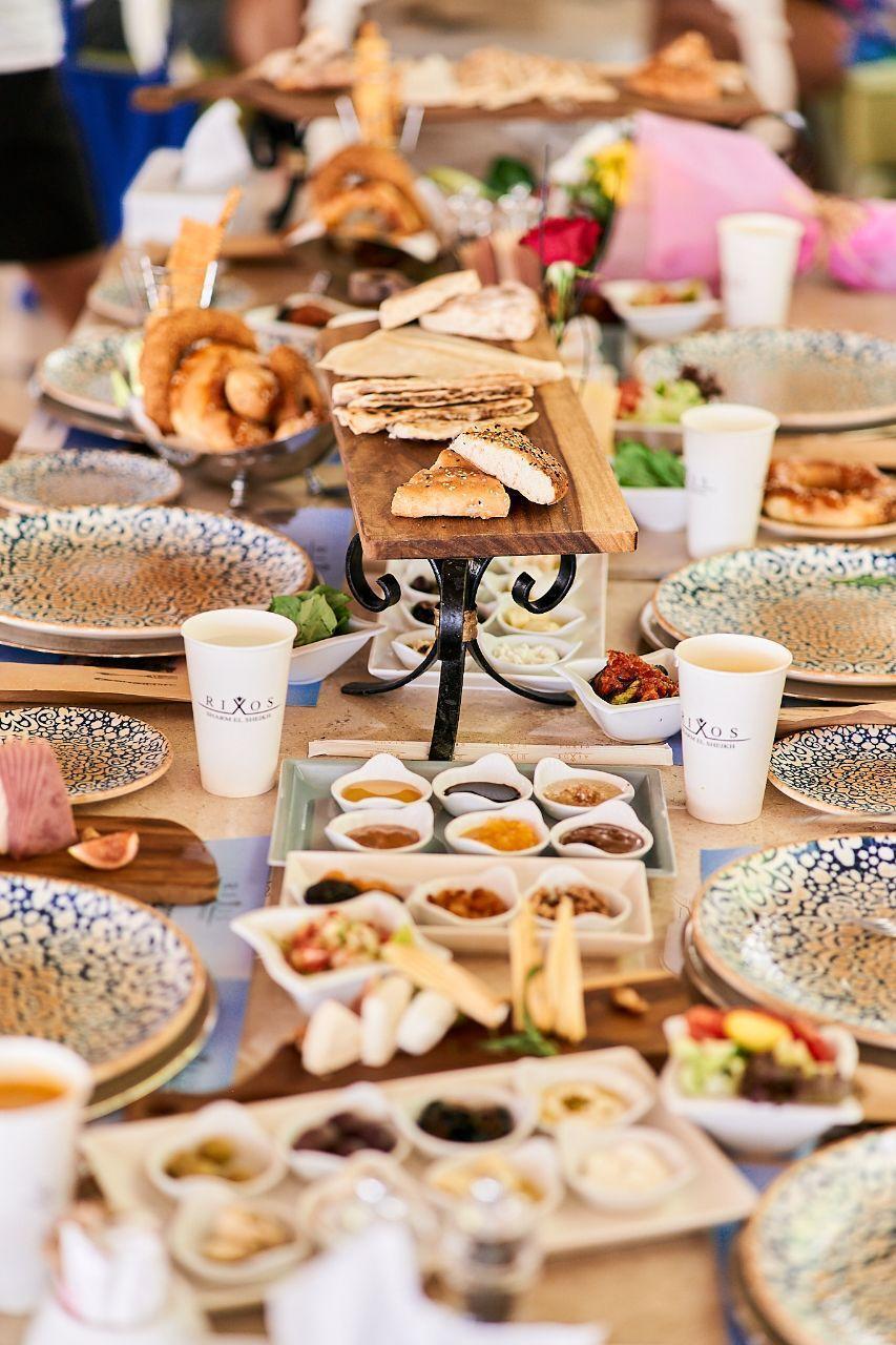 Задоволення від їжі можна отримати в будь-якому з 16 ресторанів a la carte