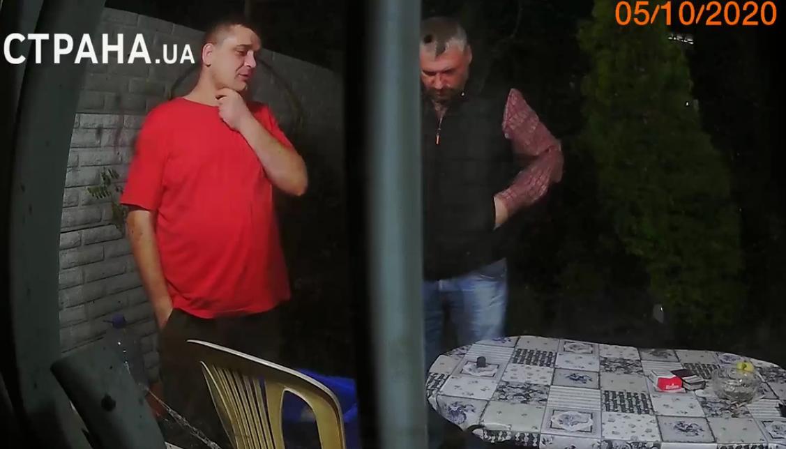Друг Алєксєйченко (в червоній футболці) і сам політик.