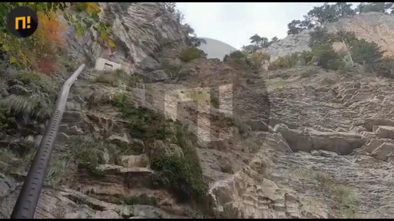 Высохший водопад.