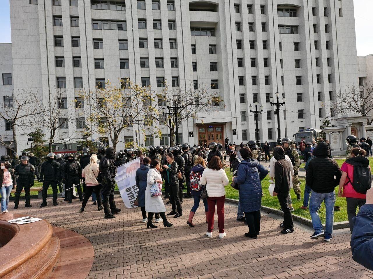 Задержание протестующих на площади Ленина в Хабаровске