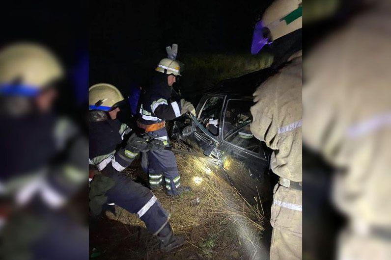 Под Днепром в результате ДТП водителя зажало металлическими конструкциями