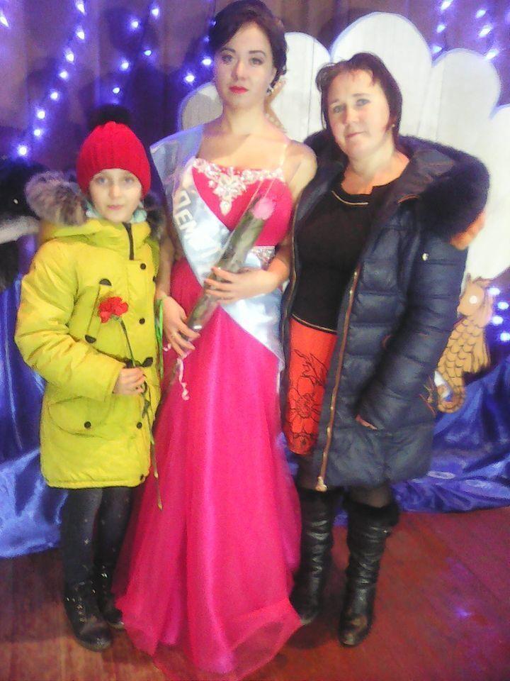 Оксана с дочками.