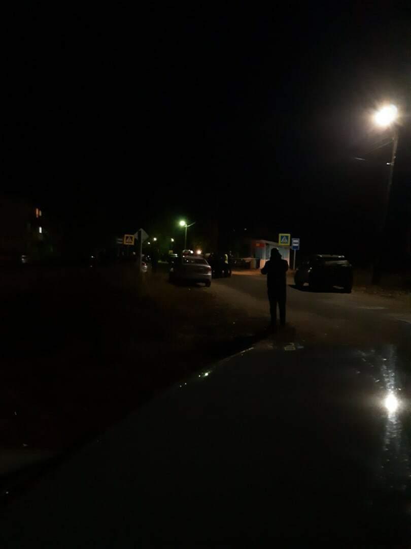 Усі виїзди та в'їзди до селища оточили поліцейські