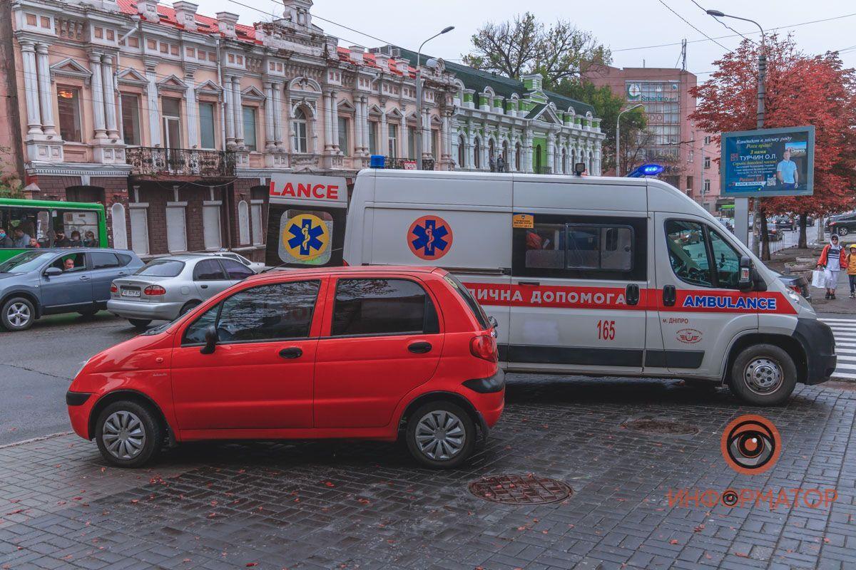 В Днепре авто сбило мужчину на электросамокате.