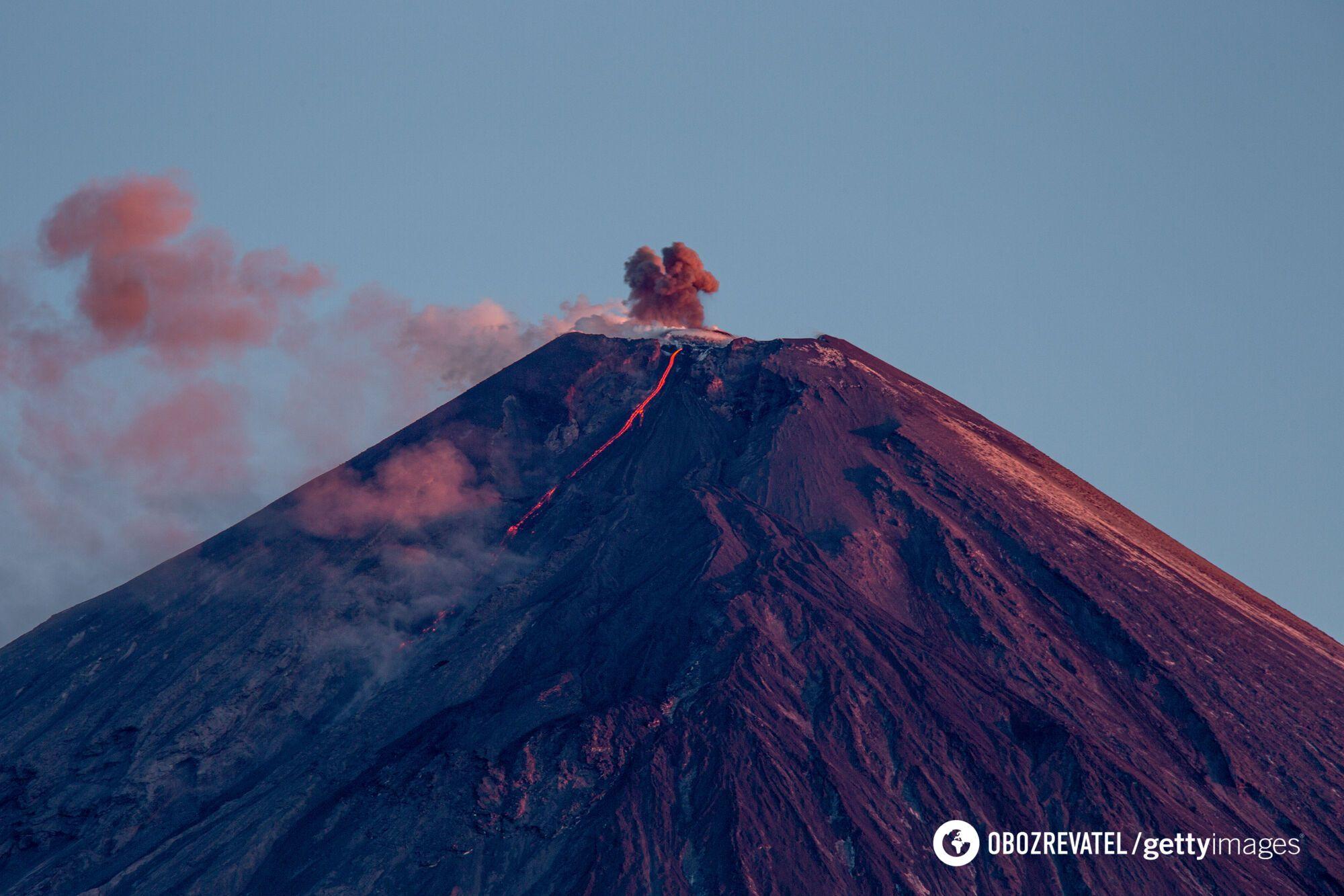 """Ключевской вулкан """"проснулся"""" на Камчатке."""