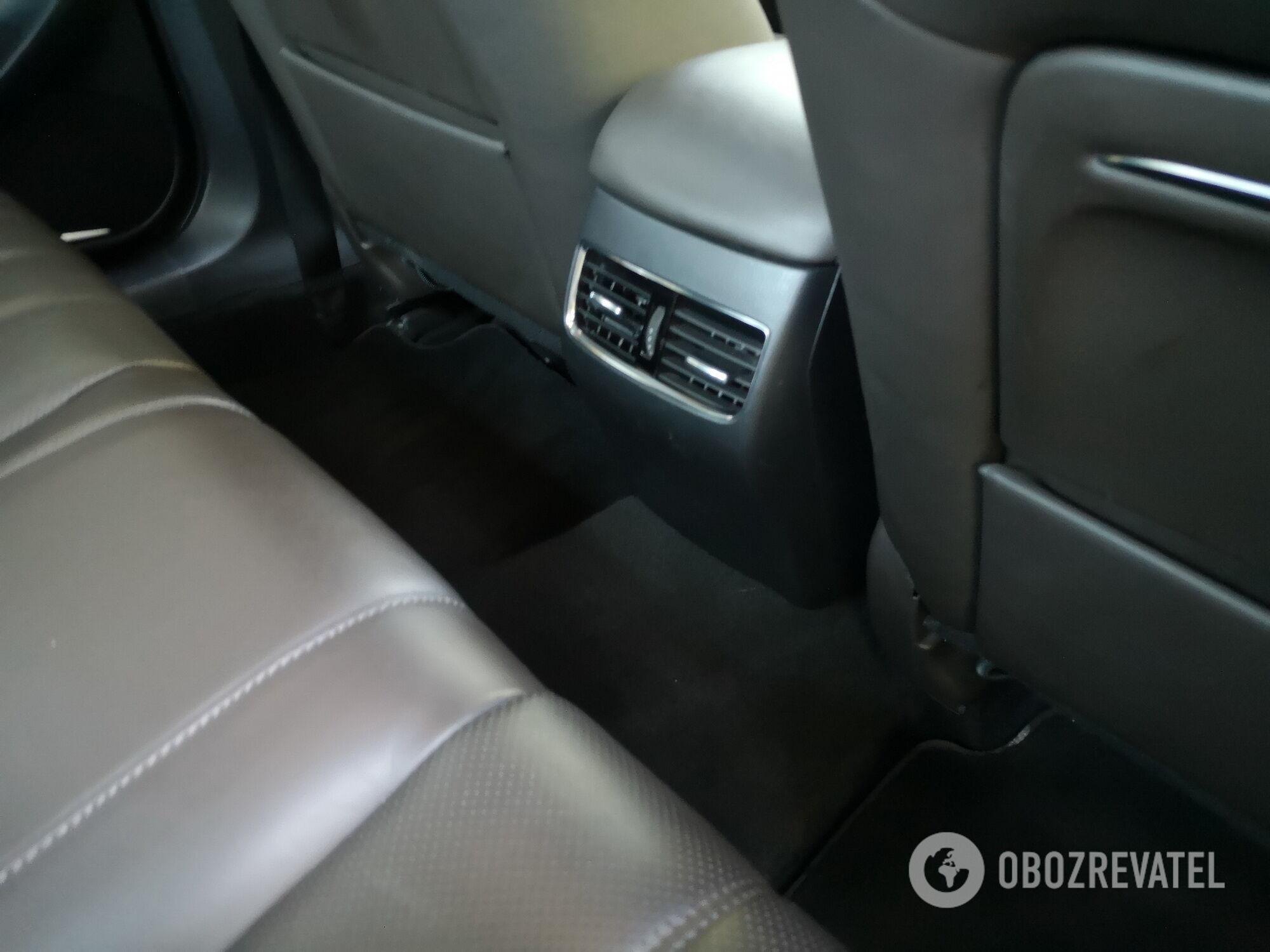 Для задних пассажиров предусмотрели индивидуальные дефлекторы системы вентиляции