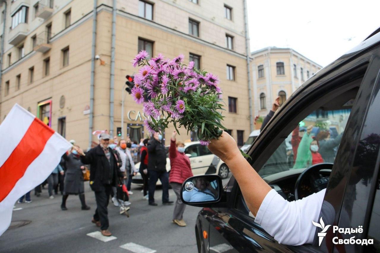 Протестующих поддерживали из машин