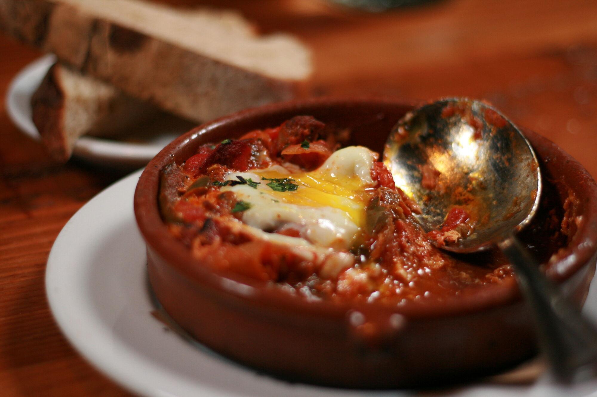 Шакшука. Страной происхождения этого блюда считается Тунис