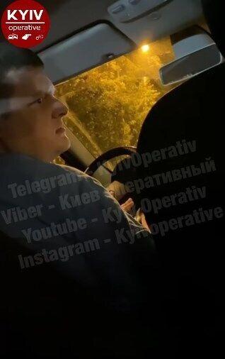 Таксист в Киеве высадил девушки из-за просьбы надеть маску