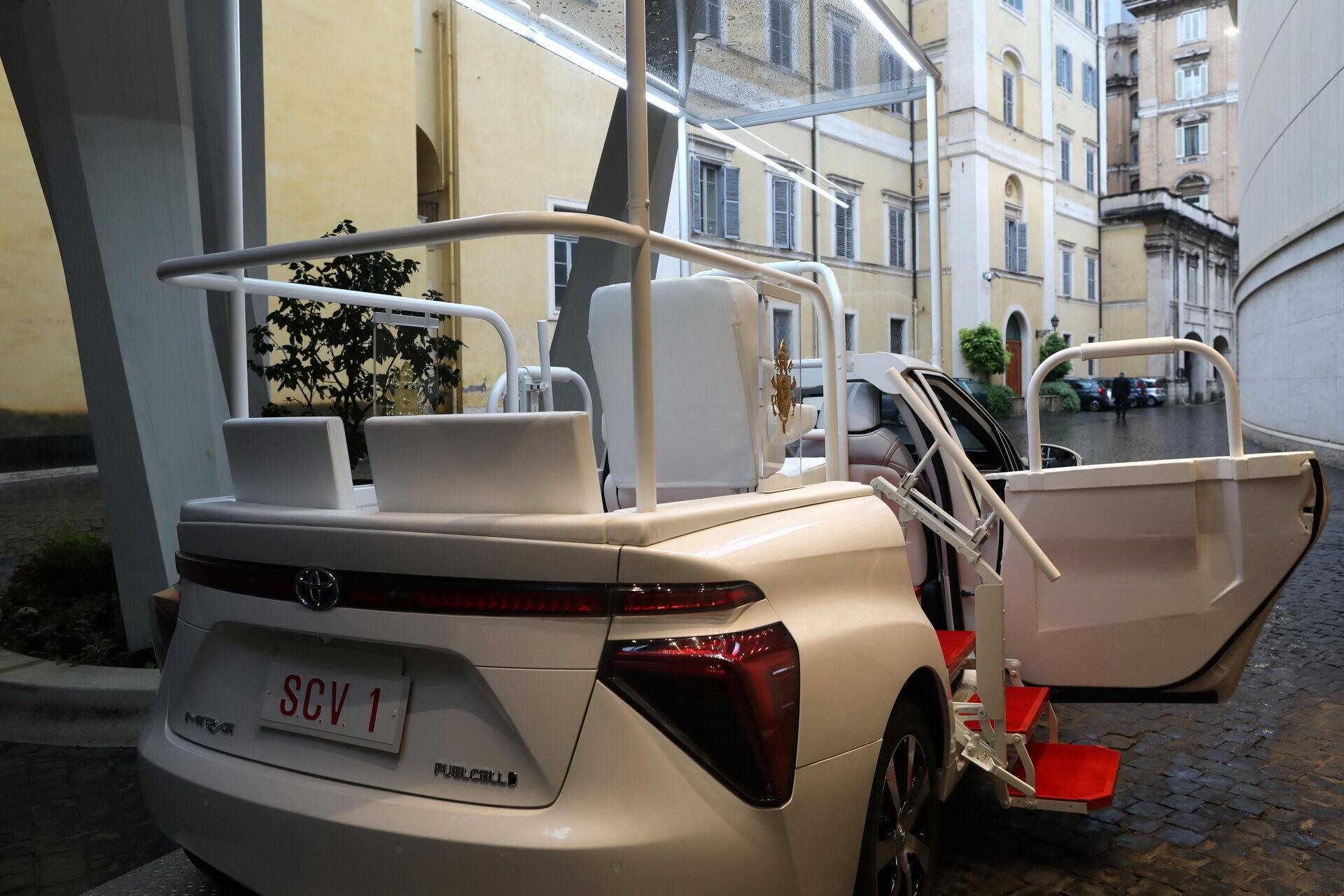 Toyota Mirai Popemobile