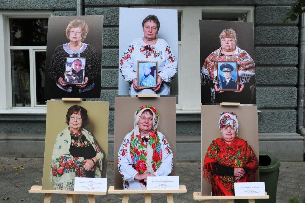 На фотовыставке представили портреты матерей, чьи сыновья погибли на войне