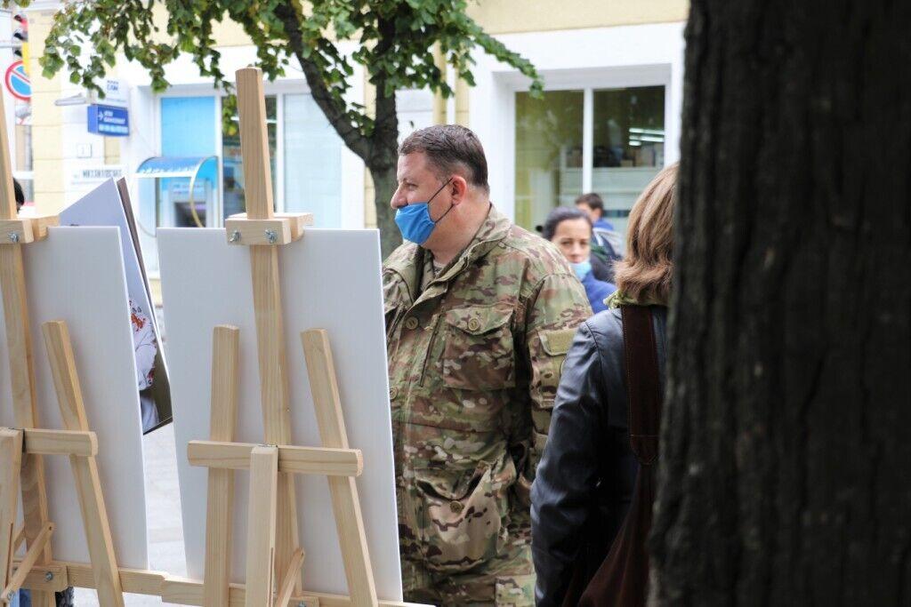 Були на виставці й військові