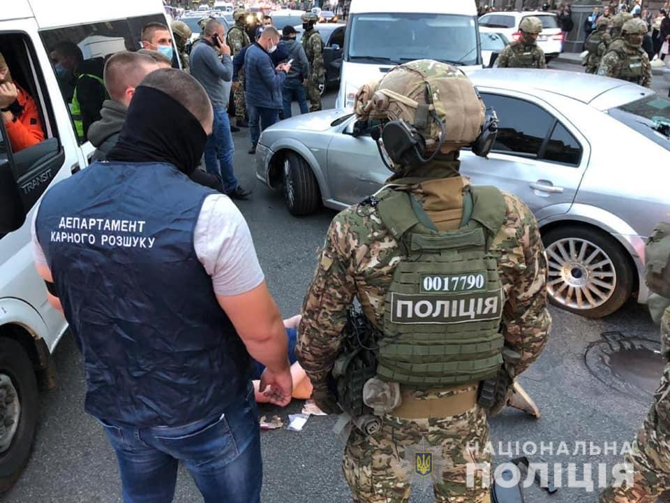 Задержанные в день спецоперации украли сумку с деньгами.