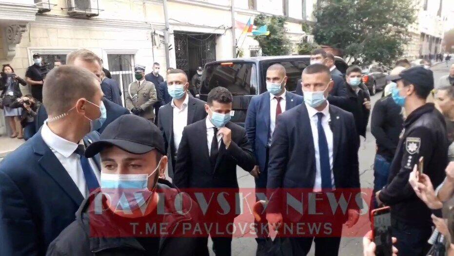 Зеленский в маске напугал ребенка в Одессе