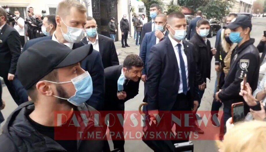 Зеленский снял маску, чтобы успокоить ребенка в Одессе