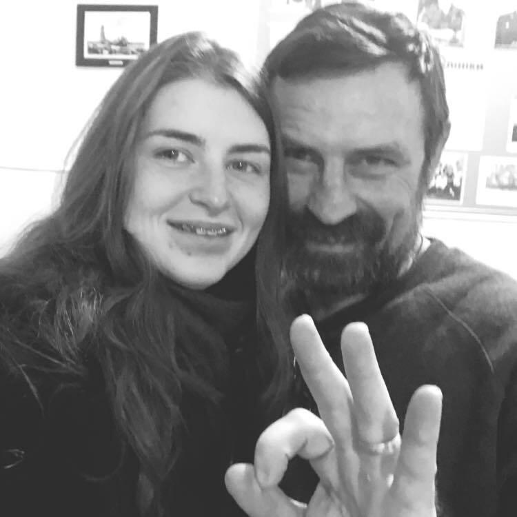Померлий ветеран ООС з дочкою.