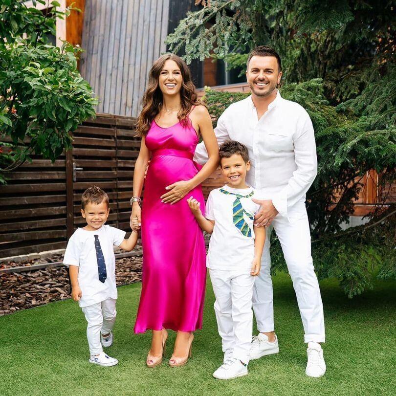 Григорій Решетник із дружиною і синами.