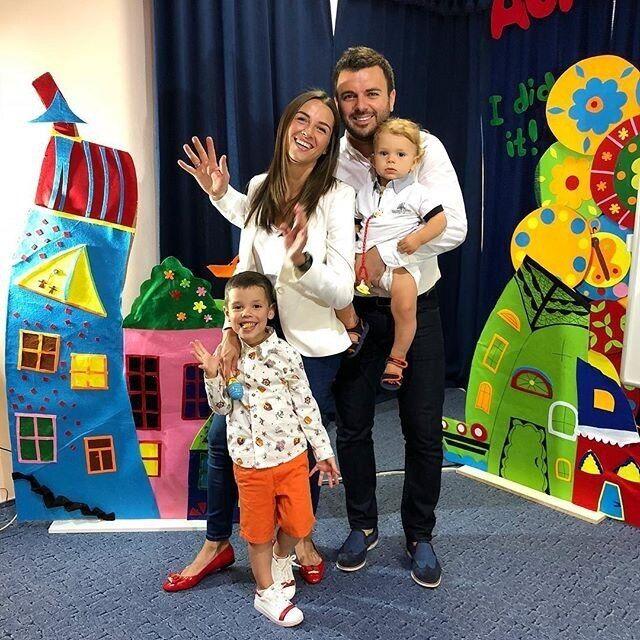 Григорій Решетник з дружиною і дітьми.