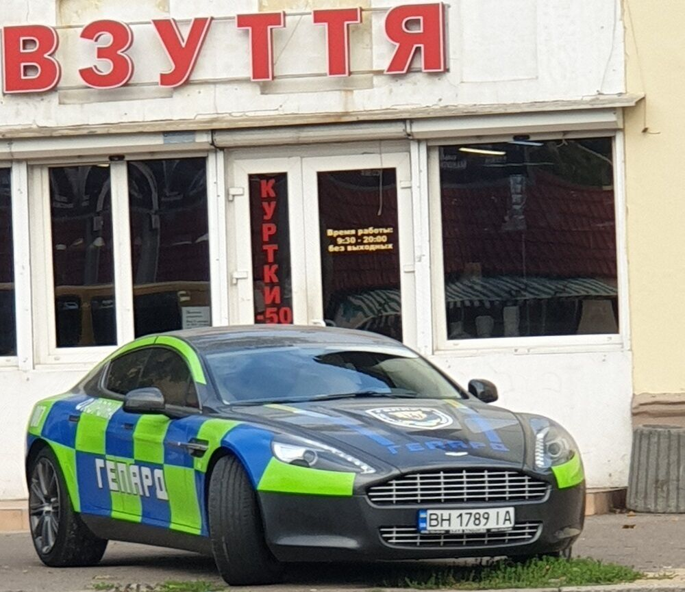 Aston Martin Rapide, который используется украинской охранной фирмой.