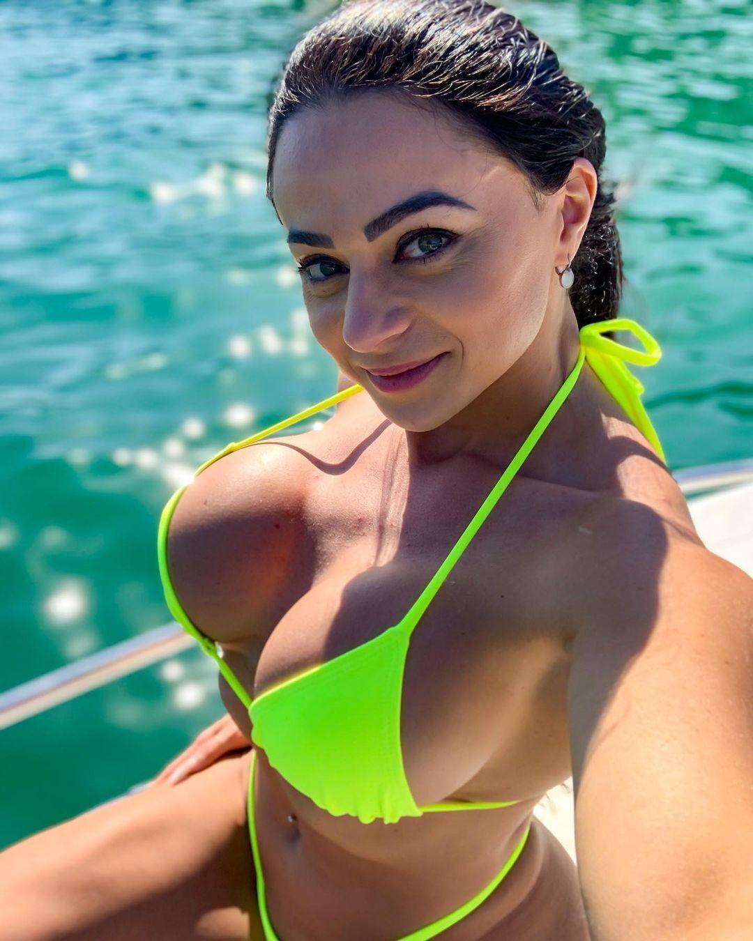 Валерия Пачеко в бикини